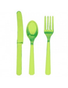 Cubiertos de plástico verde