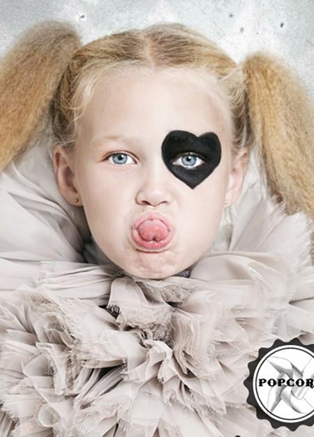 Cara pintada de arlequin para Carnaval