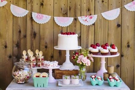 mesa dulce primavera con fresas
