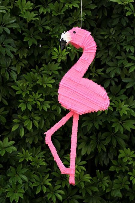 DIY-Flamingo-Pinata