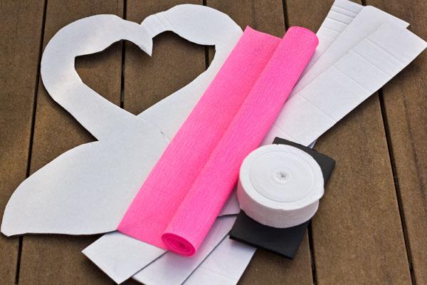 How-To-Make-a-Flamingo-Pinata