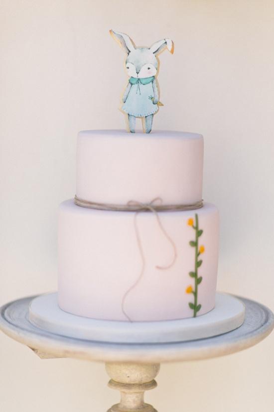 Tarta decorada con ilustración de conejito