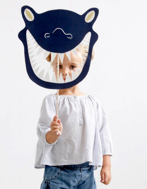 Máscara monstruo negro de papel para carnaval
