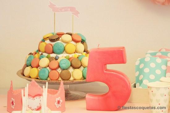 Tarta con macarons para fiesta de princesas