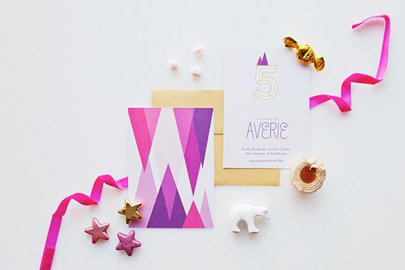 Invitaciones de cumpleaños con temática geométrica