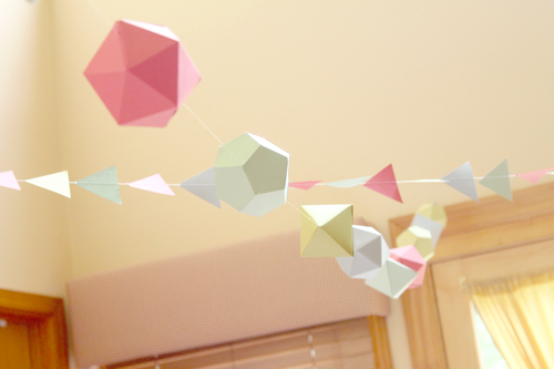 fiesta con temática geométrica