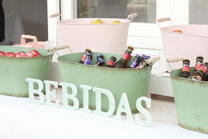 mesa-bebidas-fiesta-jardin-barcelona