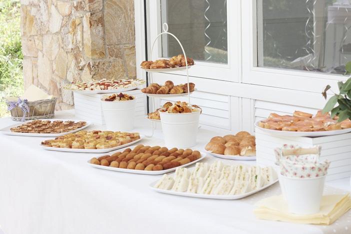 mesa-catering-fiesta-jardin-barcelona