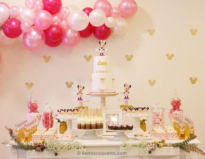 Detalle de la fiesta minnie mouse en rosa y dorado